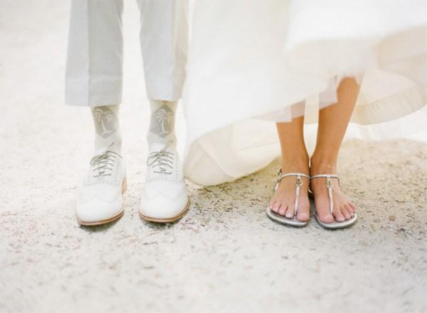 0c4736a50b Casamento na praia  Meia do noivo + rasteirinha da noiva